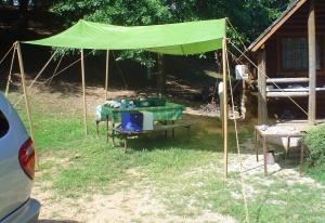 camping tarp set up